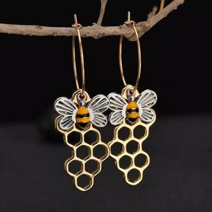 Jewelry - 🐝💛🐝💛🐝Honeycomb bee 🐝 Earrings